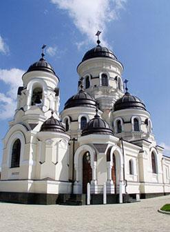 Монастыри в Молдове